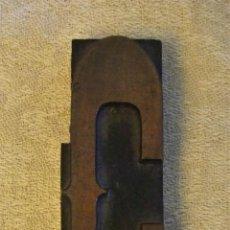 Antigüedades: TIPOGRAFIA MOLDE ANTIGUA LETRA C DE MADERA. Lote 131510490