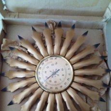 Antigüedades: PRECIOSO BAROMETRO VINTAGE DE PARED-METAL-SOL. AÑOS 50-60. Lote 131715234