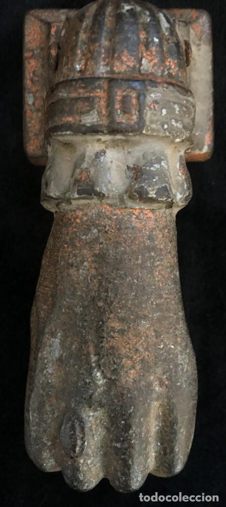 ANTIGUA ALDABA, PICAPORTE O LLAMADOR, EN FORMA DE MANO DE FATIMA, DE HIERRO. FORJA MUY ANTIGUA. (Antigüedades - Técnicas - Cerrajería y Forja - Llamadores Antiguos)