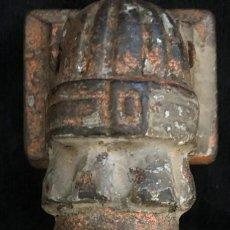 Antigüedades: ANTIGUA ALDABA, PICAPORTE O LLAMADOR, EN FORMA DE MANO DE FATIMA, DE HIERRO. FORJA MUY ANTIGUA.. Lote 131808798