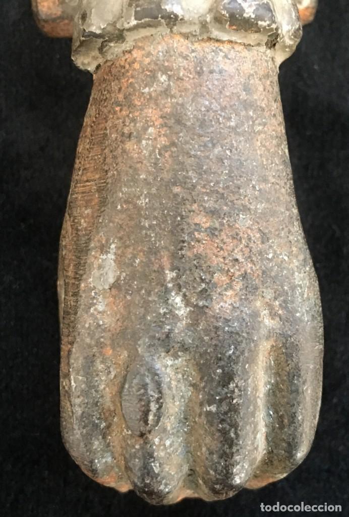 Antigüedades: ANTIGUA ALDABA, PICAPORTE o LLAMADOR, en Forma DE MANO DE FATIMA, DE HIERRO. Forja muy antigua. - Foto 5 - 131808798