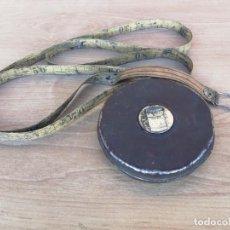 Antigüedades: ANTIGUA CINTA METRICA FLEXOMETRO METRO 20 METROS CON CARCASA DE METAL . Lote 131835218