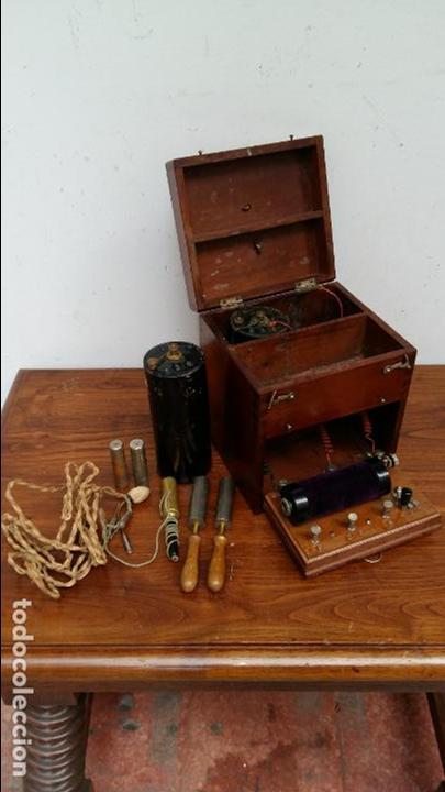 APARATO DE TERAPIA ELECTRICA R. CH. HELLER. S. XIX (Antigüedades - Técnicas - Herramientas Profesionales - Medicina)