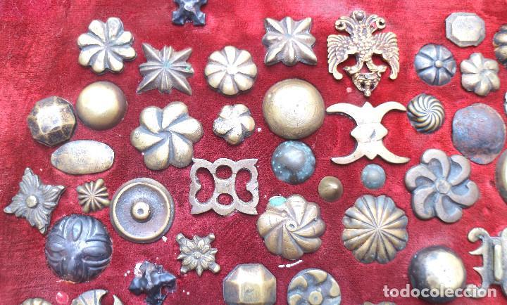 Antigüedades: CUADRO COLECCION CLAVOS ANTIGUOS BRONCE SIGLO XVIII-XIX (+85 UNIDADES) - Foto 3 - 132107722
