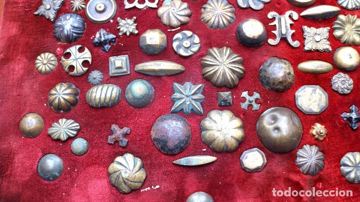 Antigüedades: CUADRO COLECCION CLAVOS ANTIGUOS BRONCE SIGLO XVIII-XIX (+85 UNIDADES) - Foto 4 - 132107722