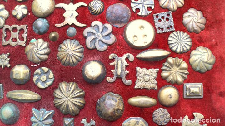Antigüedades: CUADRO COLECCION CLAVOS ANTIGUOS BRONCE SIGLO XVIII-XIX (+85 UNIDADES) - Foto 5 - 132107722