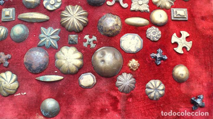 Antigüedades: CUADRO COLECCION CLAVOS ANTIGUOS BRONCE SIGLO XVIII-XIX (+85 UNIDADES) - Foto 6 - 132107722