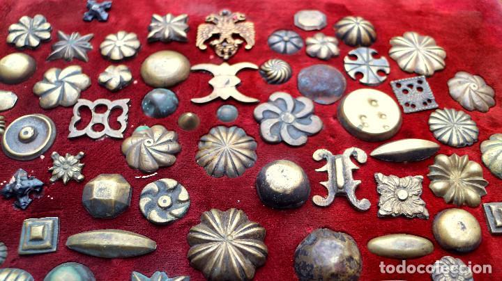 Antigüedades: CUADRO COLECCION CLAVOS ANTIGUOS BRONCE SIGLO XVIII-XIX (+85 UNIDADES) - Foto 8 - 132107722