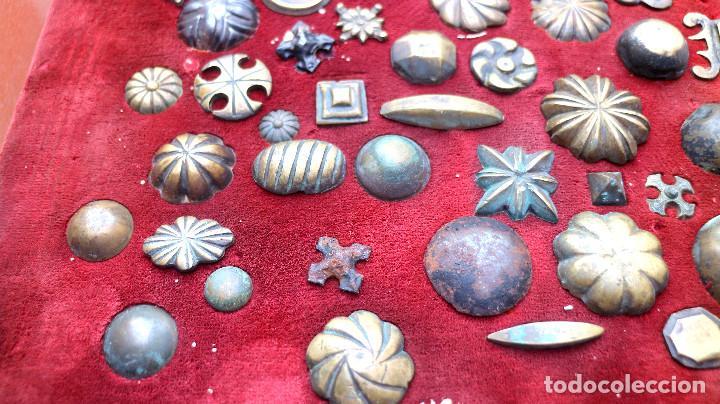 Antigüedades: CUADRO COLECCION CLAVOS ANTIGUOS BRONCE SIGLO XVIII-XIX (+85 UNIDADES) - Foto 9 - 132107722