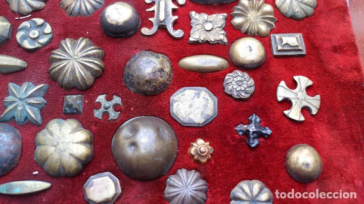 Antigüedades: CUADRO COLECCION CLAVOS ANTIGUOS BRONCE SIGLO XVIII-XIX (+85 UNIDADES) - Foto 10 - 132107722