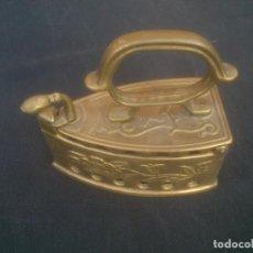 Antigüedades: PEQUEÑA PLANCHA DE BRONCE. Lote 132121794