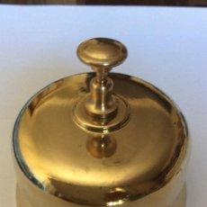 Antigüedades: LLAMADOR SOBREMESA DE LATON.TIMBRE DE HOTEL.. Lote 140472745