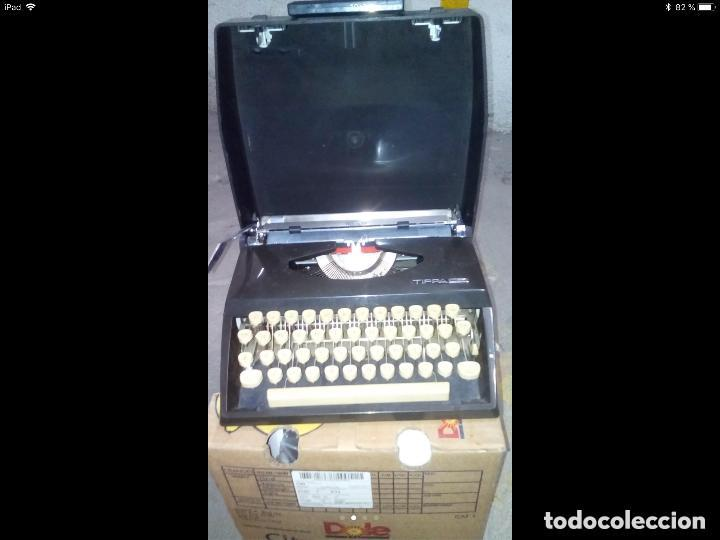 MÁQUINA DE ESCRIBIR TIPPAS TRIUMPH PORTATIL. (Antigüedades - Técnicas - Máquinas de Escribir Antiguas - Otras)