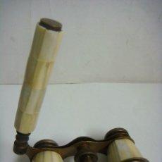Antigüedades: GEMELOS ANTIGUOS DE TEATRO DE NACAR MARCA GRACE (#). Lote 132239090