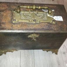 Antigüedades: CAJA DE CAUDALES DEL SIGLO XIX. Lote 132313246
