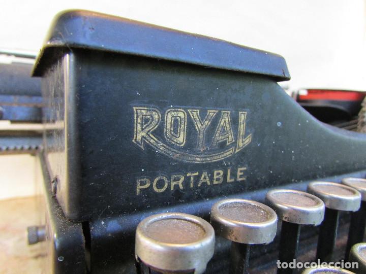Antigüedades: Máquina de escribir portátil ROYAL PORTABLE. Años 1930. Funciona - Foto 2 - 132355634