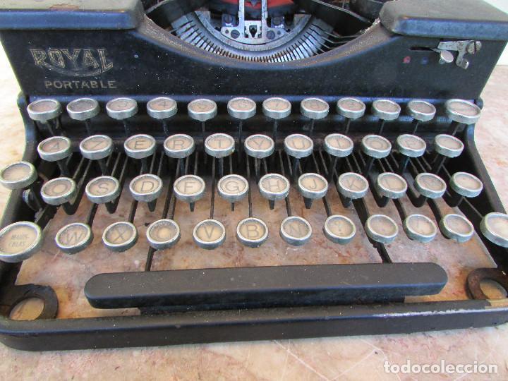 Antigüedades: Máquina de escribir portátil ROYAL PORTABLE. Años 1930. Funciona - Foto 4 - 132355634