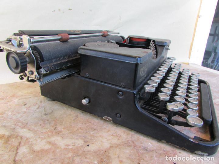 Antigüedades: Máquina de escribir portátil ROYAL PORTABLE. Años 1930. Funciona - Foto 6 - 132355634
