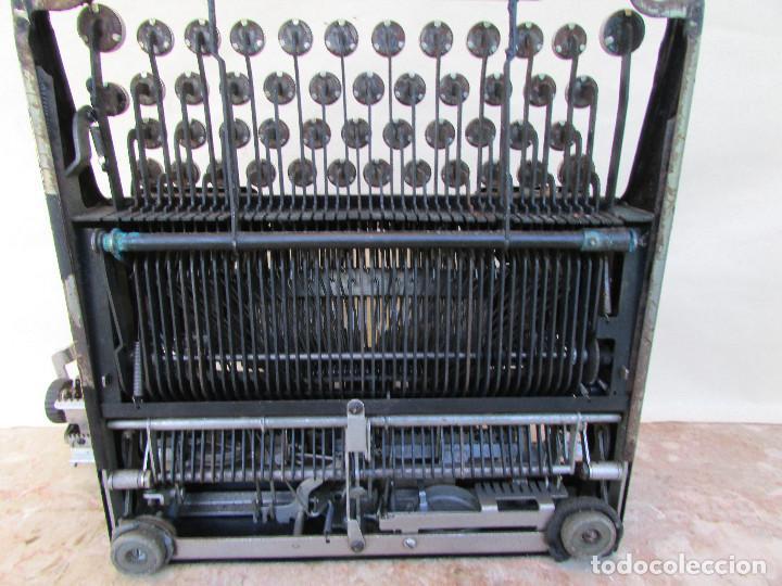 Antigüedades: Máquina de escribir portátil ROYAL PORTABLE. Años 1930. Funciona - Foto 10 - 132355634