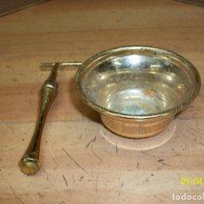 Antigüedades: MAQUINA DE AFEITAR CON TAZA. Lote 132425598