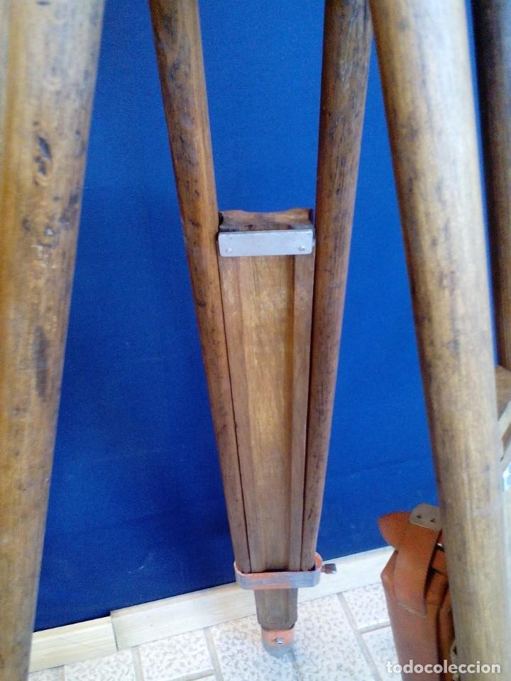 Antigüedades: TRÍPODE DE MADERA TOPÓGRAFO - MARCA WILD GST20 - HEERBRUGG SWITZERLAND. - (10 FOTOGRAFÍAS) - Foto 9 - 132426650