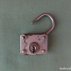 Antigüedades: ANTIGUO CANDADO METÁLICO. SIN LLAVE.. Lote 132759082