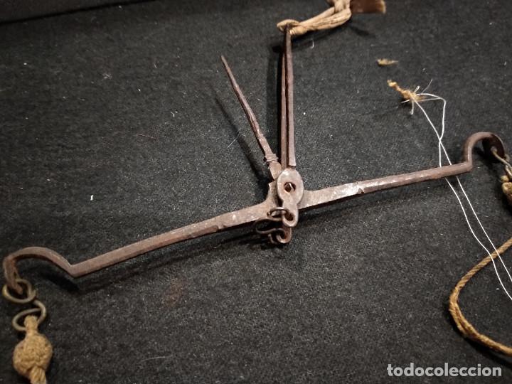 Antigüedades: ANTIGUA BALANZA PARA PESAR ORO - Foto 2 - 132761130