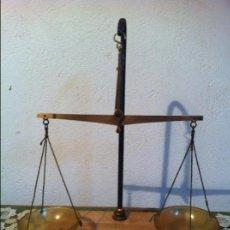 Antigüedades: BALANZA DE FARMACIA DE BRONCE CON SUS PESAS DE PRECISION (BQ 26). Lote 132820410