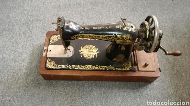 BONITA MAQUINA DE COSER DE MANO ANTIGUA L R (Antigüedades - Técnicas - Máquinas de Coser Antiguas - Singer)