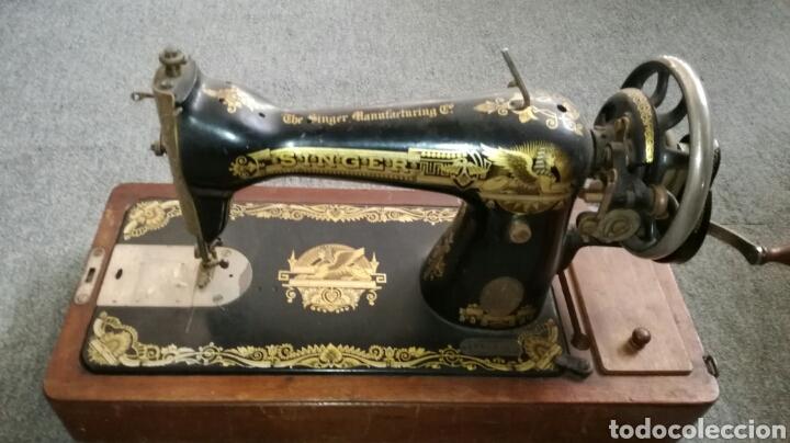 Antigüedades: Bonita maquina de coser de mano antigua L R - Foto 2 - 132866585