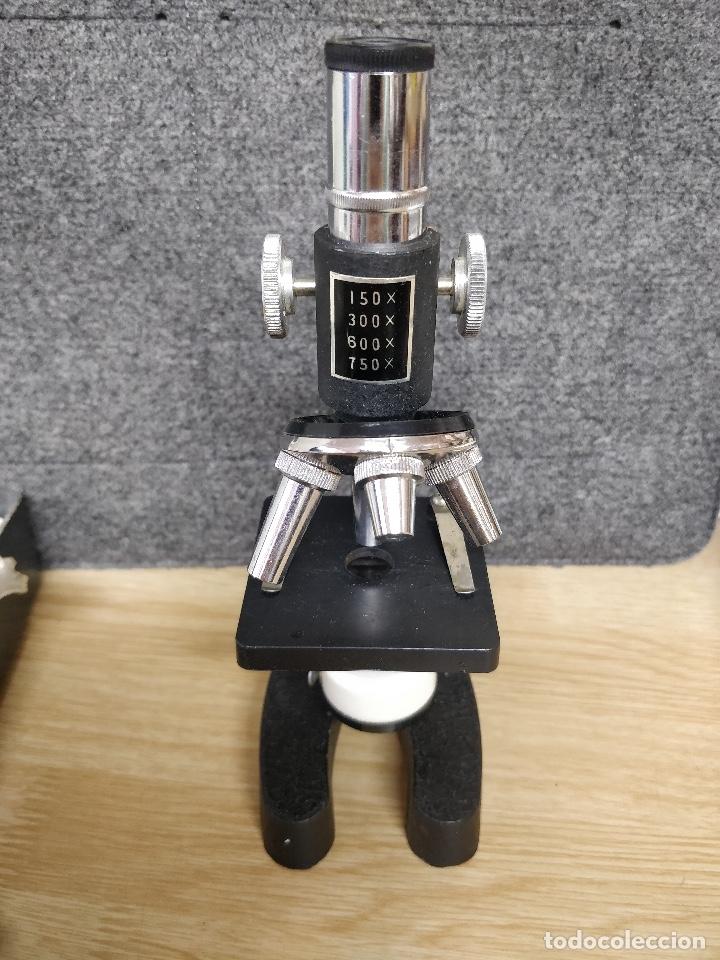 Antigüedades: Microscopio de los años 60, 750 X, con su estuche y accesorios. - Foto 3 - 132875095