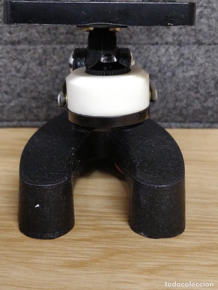 Antigüedades: Microscopio de los años 60, 750 X, con su estuche y accesorios. - Foto 8 - 132875095
