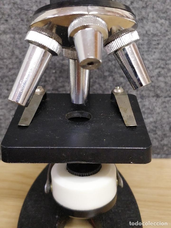 Antigüedades: Microscopio de los años 60, 750 X, con su estuche y accesorios. - Foto 4 - 132875095