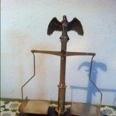 Antigüedades: BALANZA CONMEMORATIVADE LOS 500 AÑOS DEL CORREO ALEMAN CON SUS PESAS (BP 41). Lote 132923910