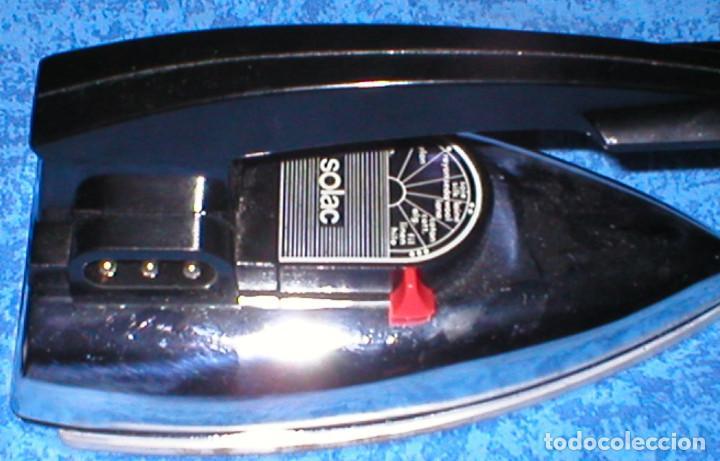 Antigüedades: PLANCHA ANTIGUA DE MANO O VIAJE Marca SOLAC Modelo 631 PLEGABLE 300 W. en FUNDA ORIGINAL 1960s-1970s - Foto 4 - 133034290