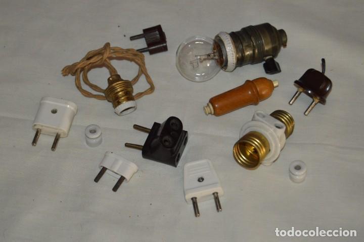 VINTAGE, MUY ANTIGUO- LOTE DE OBJETOS ELÉCTRICOS - PORTALÁMPARAS, CABLES, ENCHUFES... - ENV24H - L02 (Antigüedades - Técnicas - Herramientas Profesionales - Electricidad)