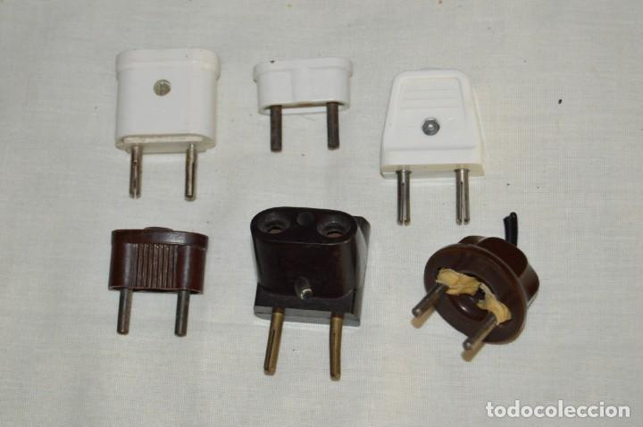Antigüedades: VINTAGE, MUY ANTIGUO- LOTE DE OBJETOS ELÉCTRICOS - PORTALÁMPARAS, CABLES, ENCHUFES... - ENV24H - L02 - Foto 2 - 133034314