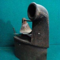 Antigüedades: PLANCHA ANTIGUA DE CARBON. Lote 133090674
