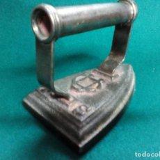 Antigüedades: PLANCHA ANTIGUA DE HIERRO Nº 4. Lote 133092134