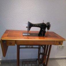 Antigüedades - Maquina de coser Alfa ,de los años 50 ,en funcionamiento y muy bien conservada - 133118730