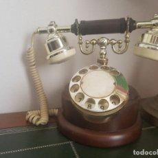 Teléfonos: PRECIOSO TELÉFONO ANTIGUO DE MADERA. Lote 133176646
