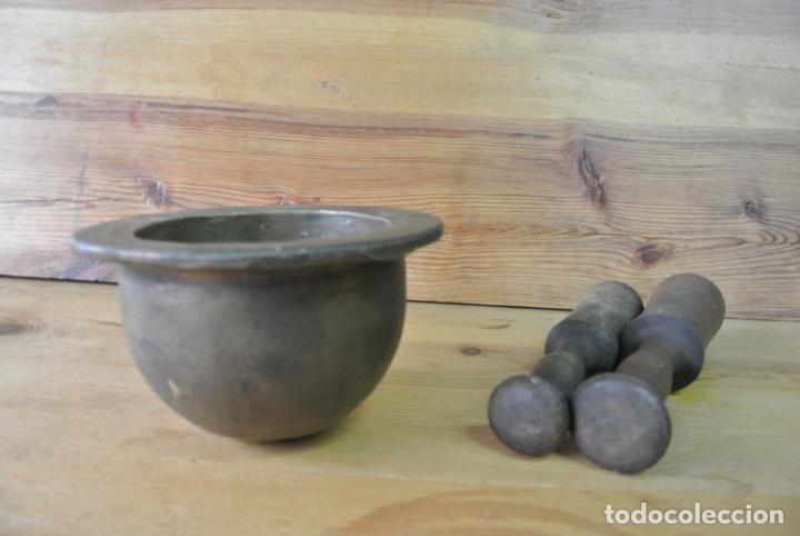 Antigüedades: Antiguo mortero de bronce para farmacia. Mortero de mano - Foto 5 - 133188066