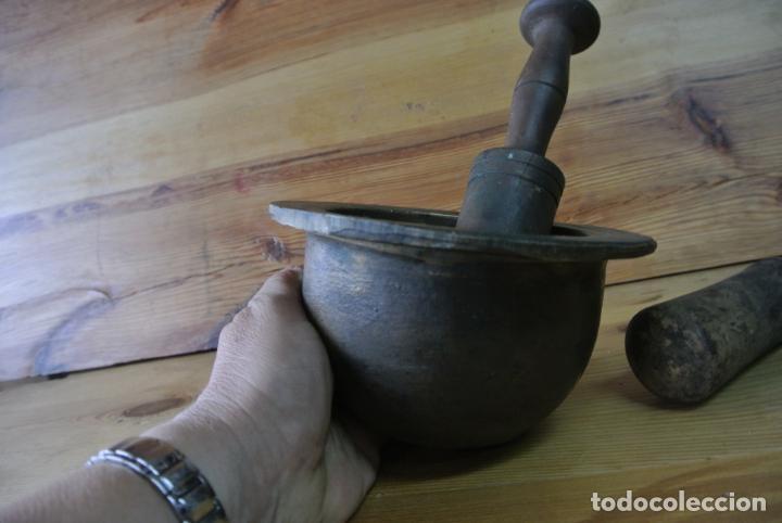 Antigüedades: Antiguo mortero de bronce para farmacia. Mortero de mano - Foto 8 - 133188066