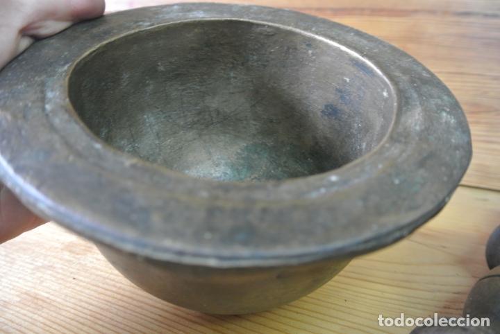 Antigüedades: Antiguo mortero de bronce para farmacia. Mortero de mano - Foto 10 - 133188066