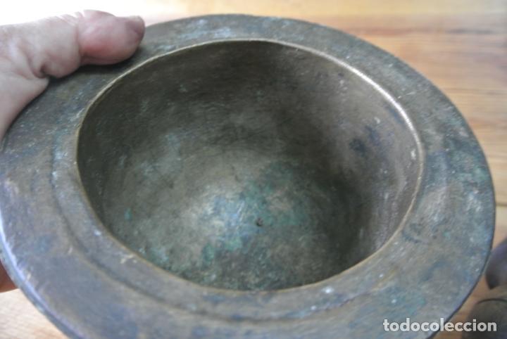 Antigüedades: Antiguo mortero de bronce para farmacia. Mortero de mano - Foto 11 - 133188066