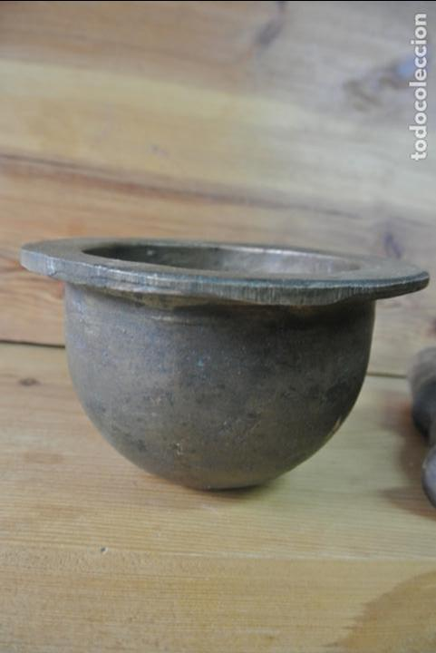 Antigüedades: Antiguo mortero de bronce para farmacia. Mortero de mano - Foto 12 - 133188066