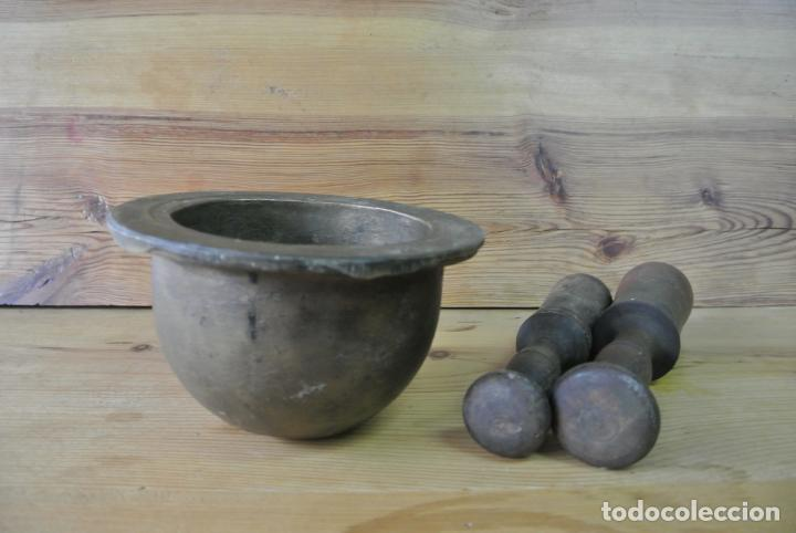 Antigüedades: Antiguo mortero de bronce para farmacia. Mortero de mano - Foto 20 - 133188066