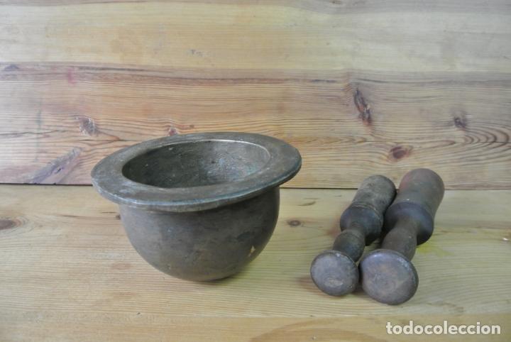 Antigüedades: Antiguo mortero de bronce para farmacia. Mortero de mano - Foto 21 - 133188066