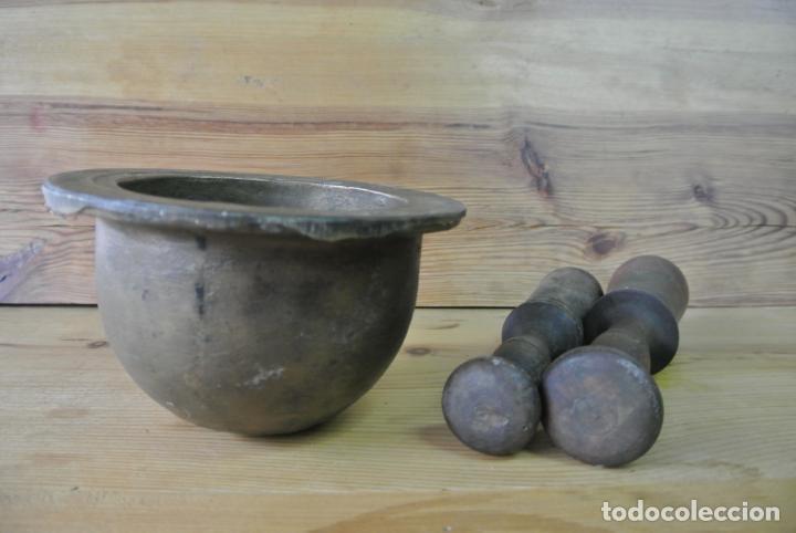 Antigüedades: Antiguo mortero de bronce para farmacia. Mortero de mano - Foto 22 - 133188066