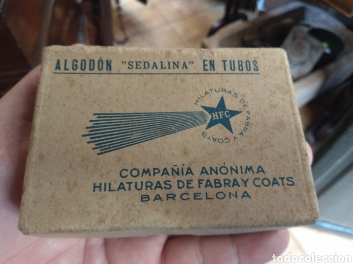 ANTIGUA CAJA HILATURAS FABRA Y COATS CON CARRETES DE HILO (Antigüedades - Técnicas - Máquinas de Coser Antiguas - Complementos)